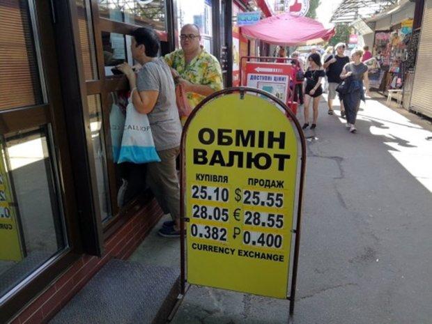 Курс валют на 14 серпня: гривня отримала ляпаса від євро