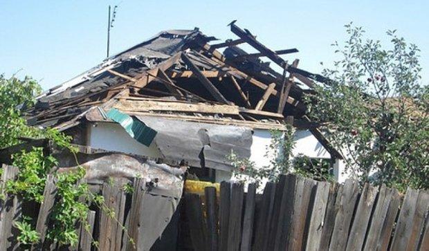 Пробитые стены и заборы - вражеский обстрел Первомайска (фото)