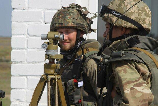 """Украинские воины показали настоящего зверя на передовой: """"Глаза горят, как трассирующий снаряд"""""""