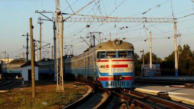 Чоловік кинувся під потяг, шансів вижити майже не було: трагедія сколихнула Україну