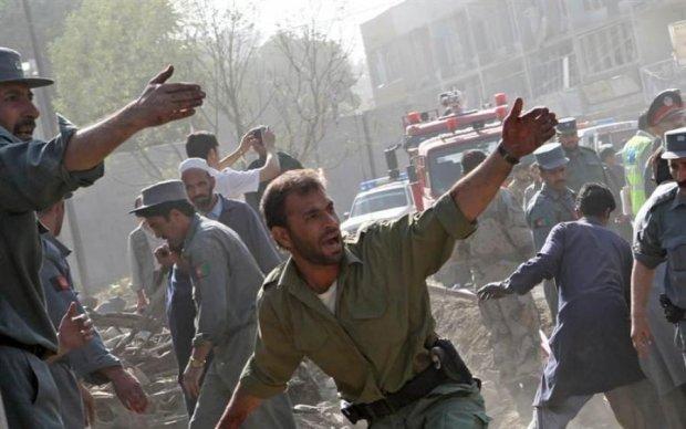 Дерлися по простирадлах: порятунок поранених після кривавого теракту потрапив на відео
