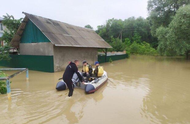 Наводнение стерло Прикарпатье с лица земли: ни мостов, ни дорог - печаль