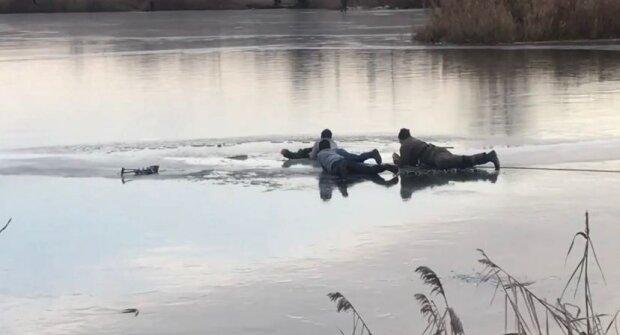 У Харкові чоловік провалився під лід, фото: соціальні мережі