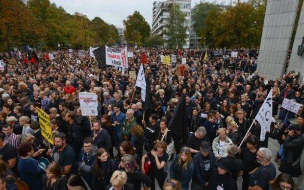 Колишній прем'єр підлив вогню в українсько-польський скандал