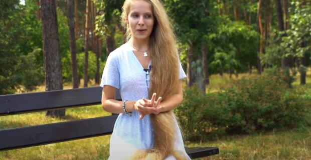 Обладательница очень длинных волос, скриншот: Youtube