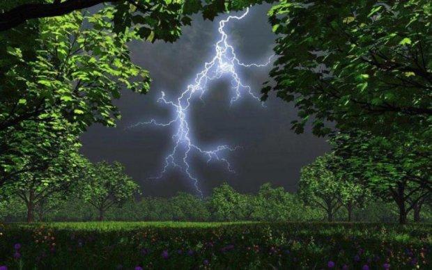 Четвер принесе українцям грозові дощі