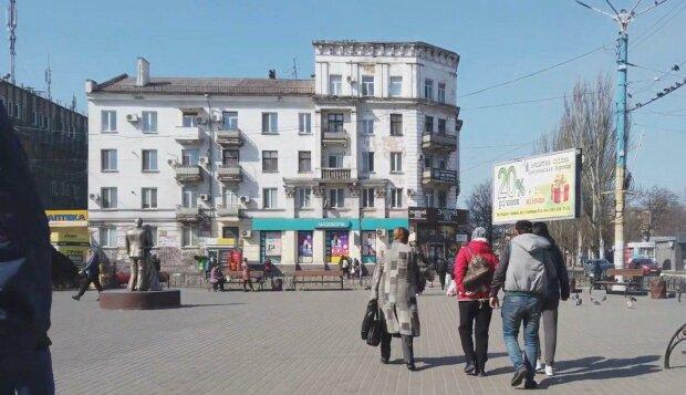 Під Дніпром трирічна дівчинка залишилася без мами, допомогли всім містом - зворушливі подробиці