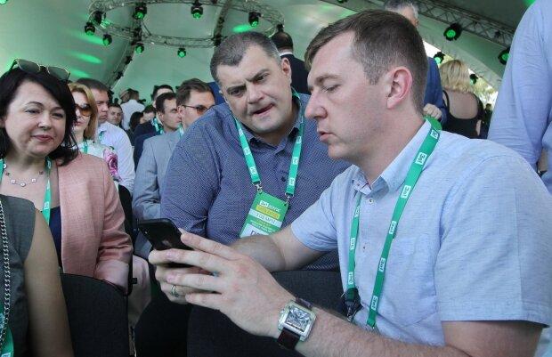"""Друг Зеленского и партнер Мартиросяна """"Юзик"""" отмечает юбилей: """"В 90-е был худым и подтянутым"""", архивные кадры"""