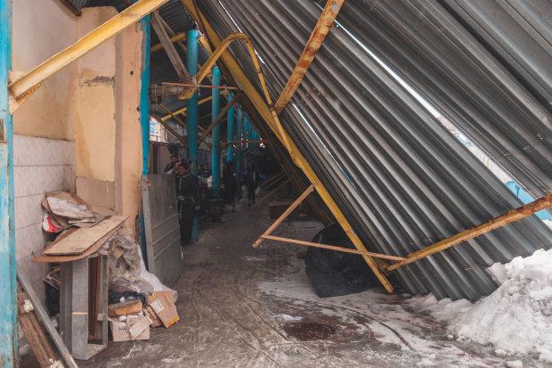 """крыша рынка """"Озерка"""" не выдержала веса снега"""