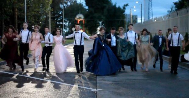 Марцинкив запретил франковчанам надевать вечерние платья и костюмы в этом году - что будет вместо выпускного