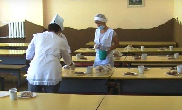 Школьная столовая, фото: кадр из видео
