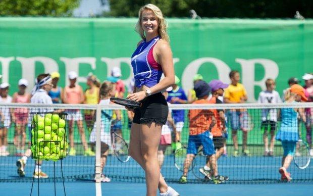 Лучшая теннисистка Украины сыграла с детьми на корте