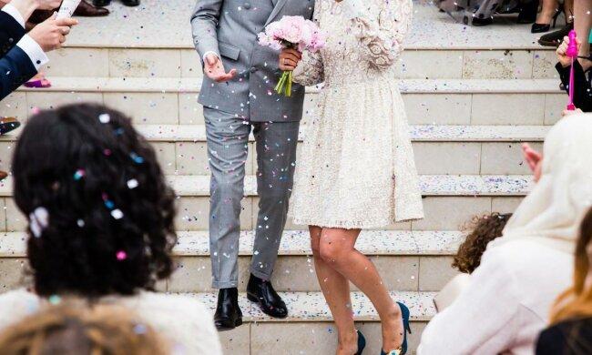 Готовила сюрприз, а получила месть: жених переспал с тещей прямо на свадьбе, виной тому недопонимание