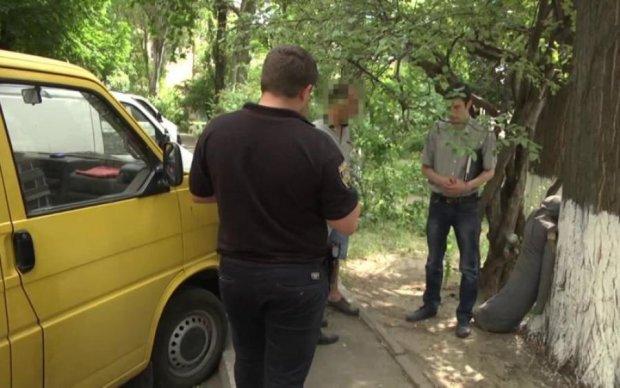 Таксиста зарезали в его собственном авто: фото