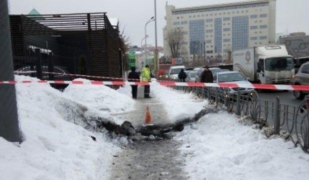 Пішоходи підірвалися на тротуарі в Києві