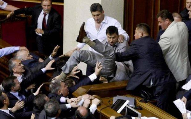 Українці дізнались, скільки грошей з них висмоктали політичні партії