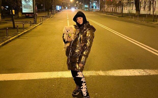 """15-річна дочка суперблондинки показала """"пупсиків"""" , яких носить на ногах: """"Класно бути Поляковою"""""""
