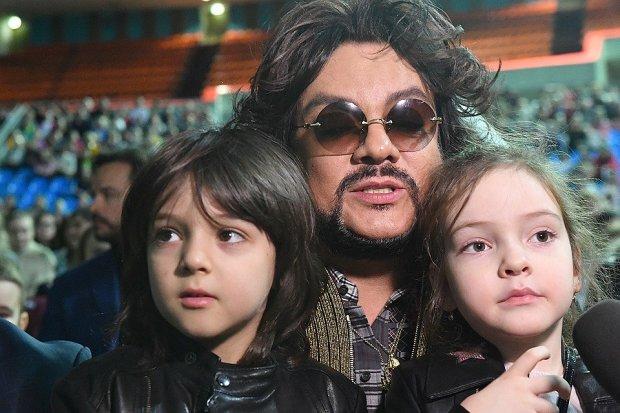 Киркоров с детьми попали в авиакатастрофу: люди рыдали и молились