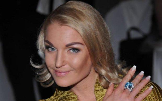Конвульсии на сельской дискотеке: нетрезвая Волочкова заблудилась во время танца