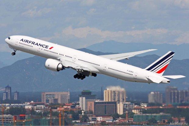 Пасажирський Boeing спалахнув на величезній висоті