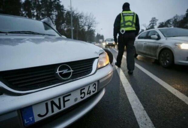 """Не дарма Зеленський """"рятував"""" євробляхи? Скільки грошей принесло Україні розмитнення авто"""