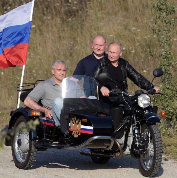 """Путін посадив двох чоловіків на свого """"залізного коня"""": """"Дуже приємно..."""""""