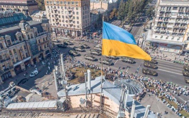 """Военный парад на Крещатике заставил киевлян """"оседлать"""" мусорные баки и биотуалеты"""