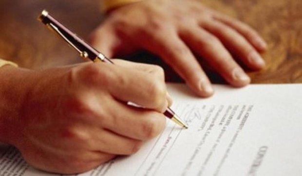 На Житомирщине милиционер подделывал документы для продажи спецтехники