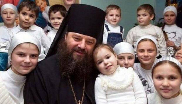 Черновицкий архиепископ ошеломил Украину - стал отцом 415 раз