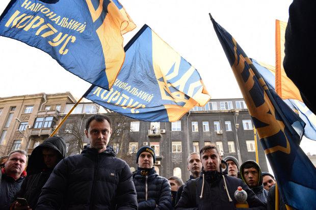 """Бандера """"вбивця"""", але гроші не пахнуть? Польща поставила українських ультраправих на конвеєр"""