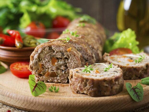 Аппетитный рулет с мясом и грибами на Пасху: запеки и накорми гостей