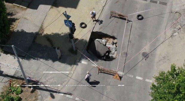 """В Днепре открылся """"портал в ад"""", дороги перекрыты"""