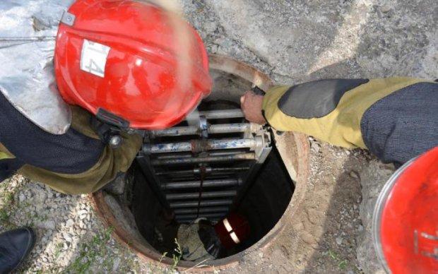 Волонтерка провалилась в каналізацію і натрапила на несподівану знахідку