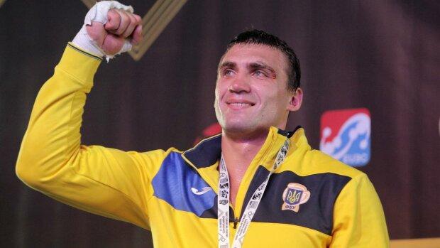 Украинский боксер Виктор Выхрист грандиозно дебютировал в профи