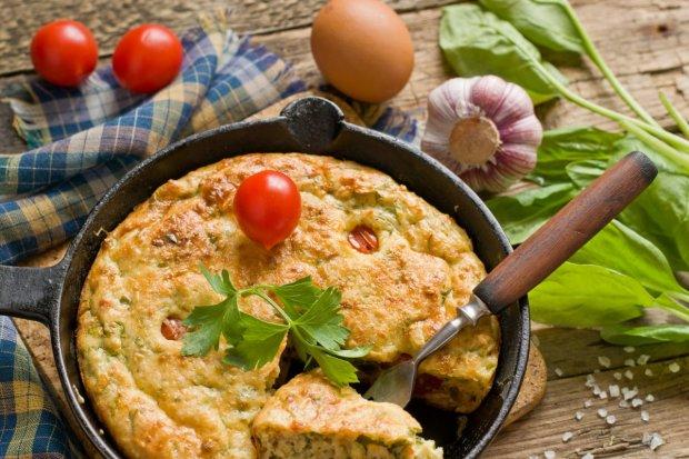 Порадуйте себе смачним сніданком: омлет з пряними травами