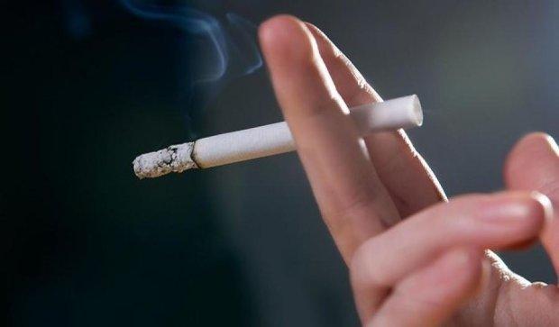 Куріння спричинює крововилив у мозок