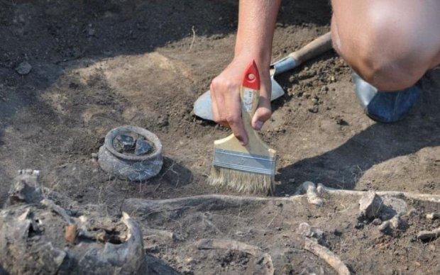 Знахідка під шкільним спортзалом шокувала навіть бувалих археологів