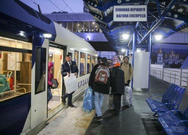 """""""Гіпер-гриб до чаю"""" і """"золотий унітаз"""": українці висміяли """"царську"""" розкіш у потягах """"Укрзалізниці"""""""