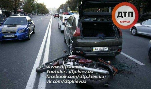 Масштабна мото-ДТП у Києві: є постраждалі