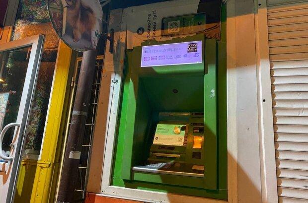 """Банкомат """"ПриватБанка, фото: znaj.ua"""