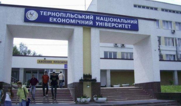 Індійського студента-нелегала видворили з Тернополя