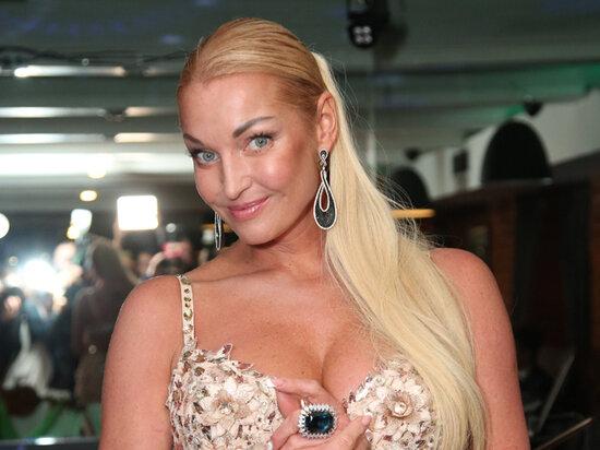"""Волочкова кардинально змінила імідж та перетворилася на """"пенсіонерку"""" з коротким волоссям"""