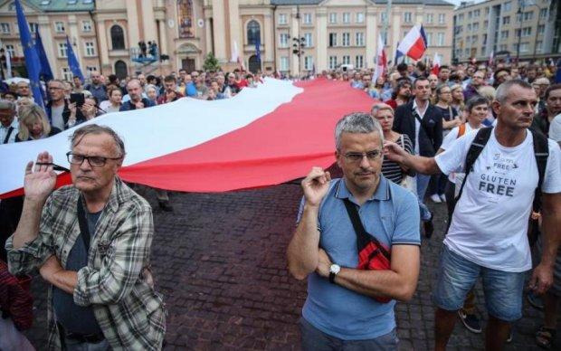 Исторический дебош: Польша решила спасти мир от украинцев