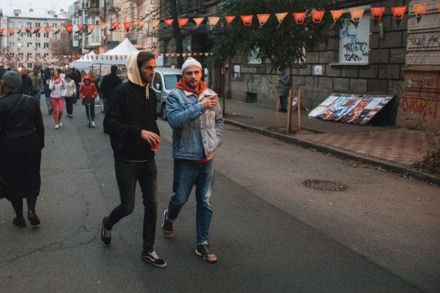 Як у Барселоні: кияни перекрили вулицю та влаштували вечірку століття