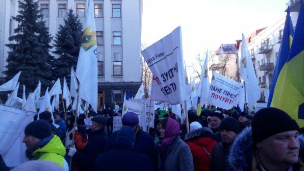 Акція аграріїв біля Офісу президента, фото: znaj.ua
