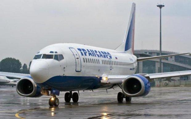 Вантажники протаранили літак в аеропорту Києва
