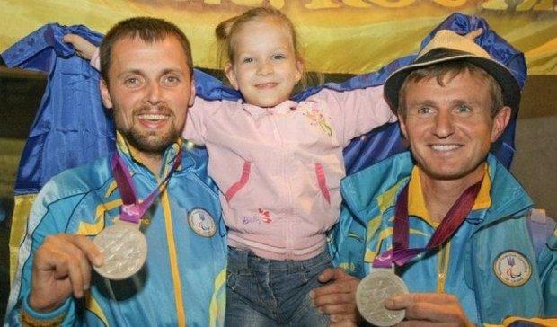 Українському футболісту довірили прапор на закритті Паралімпіади