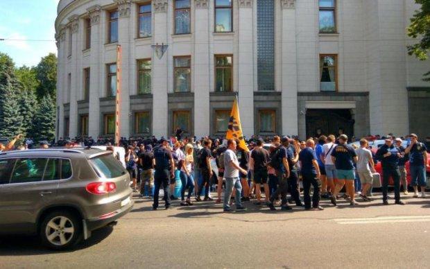 Скандал з єврономерами: активісти паралізували центр Києва
