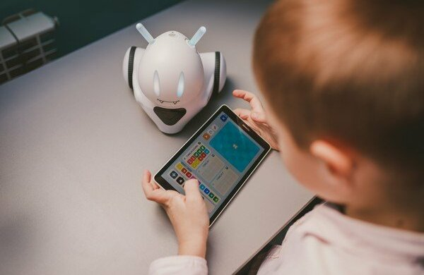 Маленьких франківців буде вчити... робот: шкільне ноу-хау приголомшило всю Україну