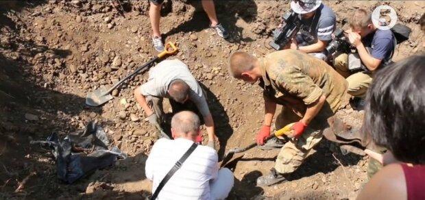 Расстреливали в подвалах без суда и следствия: на Прикарпатье перезахоронили жертв сталинского режима